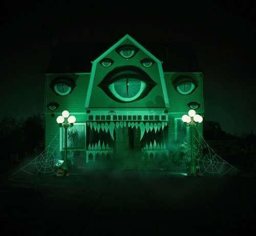 Дом-монстр на Хэллоуин (7 фото)