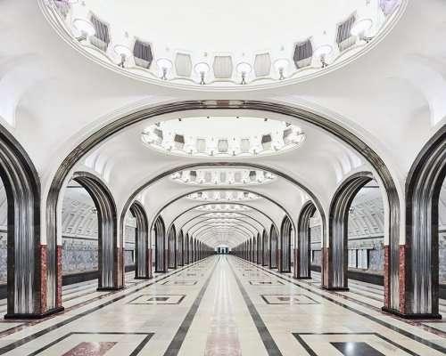 Гипнотизирующая красота станций московского метро в фотографиях Дэвида Бурдени (9 фото)