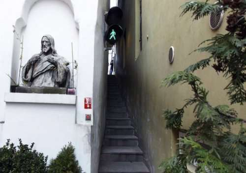Винарна Чертовка: самая узкая улица в Праге (8 фото)