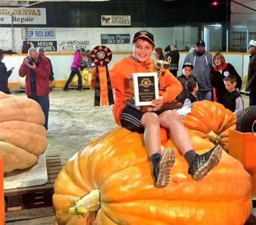 13-летний канадец выиграл два призовых места на конкурсе тыкв в Манитобе (7 фото)