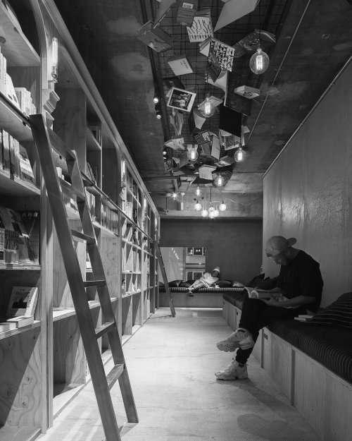 В Токио открывается отель для книголюбов (7 фото)