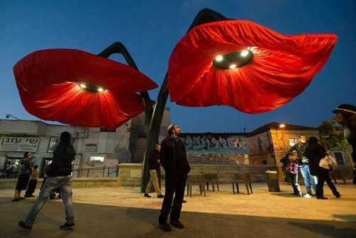 Гигантские цветы на площади Валеро в Иерусалиме (7 фото + видео)