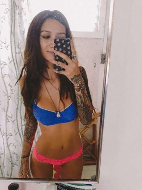 Девушки с татуировками (32 фото)