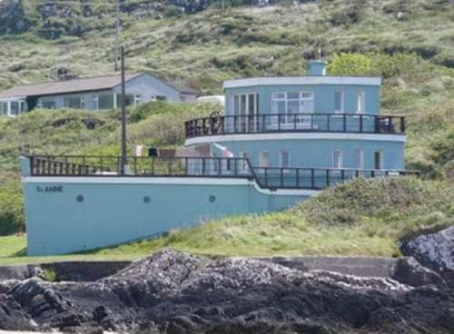 Дома и здания в форме кораблей (10 фото)