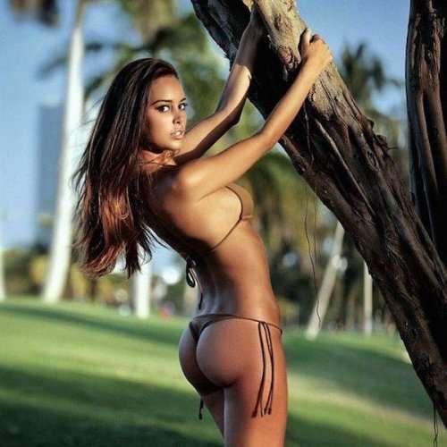 Соблазнительные красотки в бикини (29 фото)