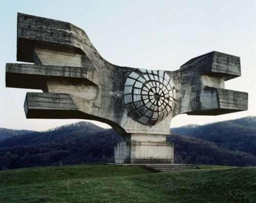 Яркие примеры бруталистической архитектуры (10 фото)