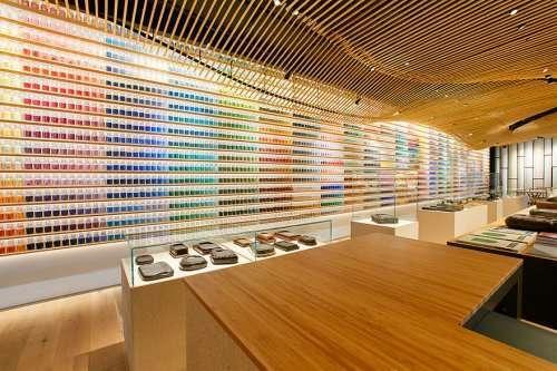 """Впечатляющий ассортимент и интерьер магазина красок """"Pigment"""" в Токио (8 фото)"""