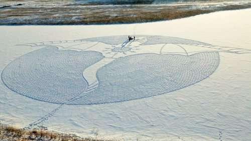 Огромный рисунок дракона на снегу под Якутском (5 фото)