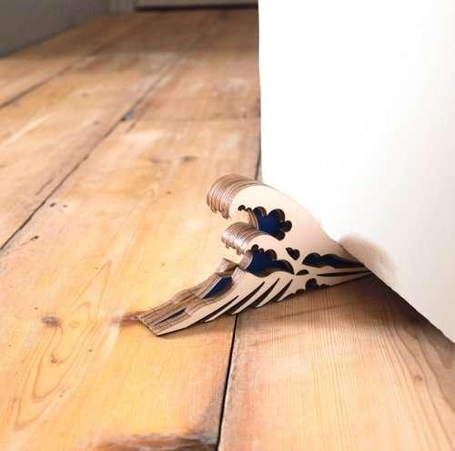 Необычные и прикольные ограничители дверей (31 фото)