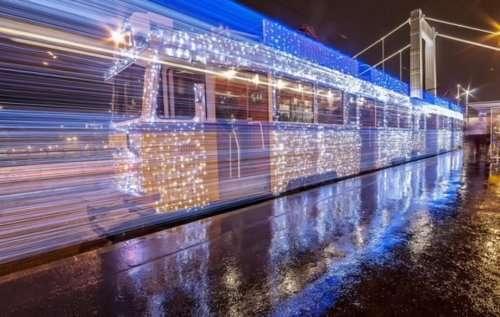 Фотографии рождественских трамваев, сделанные на длинной выдержке (10 фото)