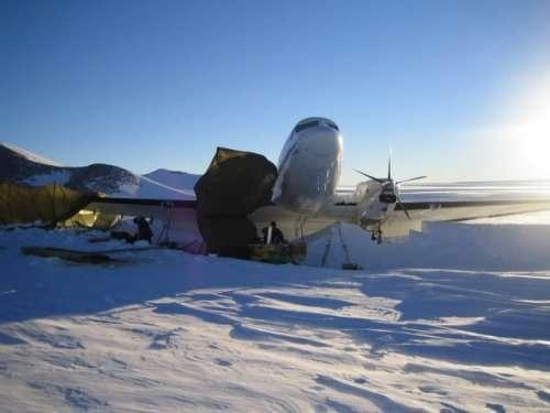 Ремонт самолёта в условиях антарктического климата (41 фото)