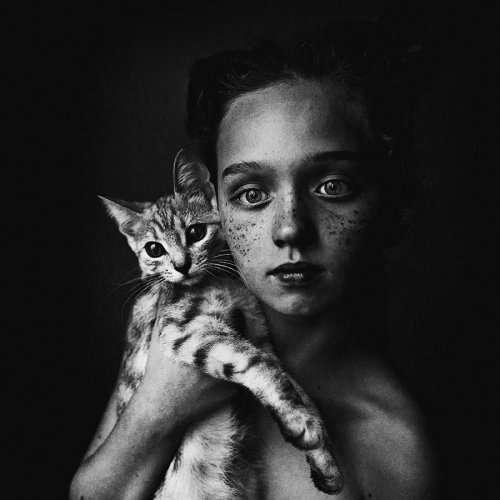 """Победитель и финалисты фотоконкурса """"Дети и животные"""" (41 фото)"""