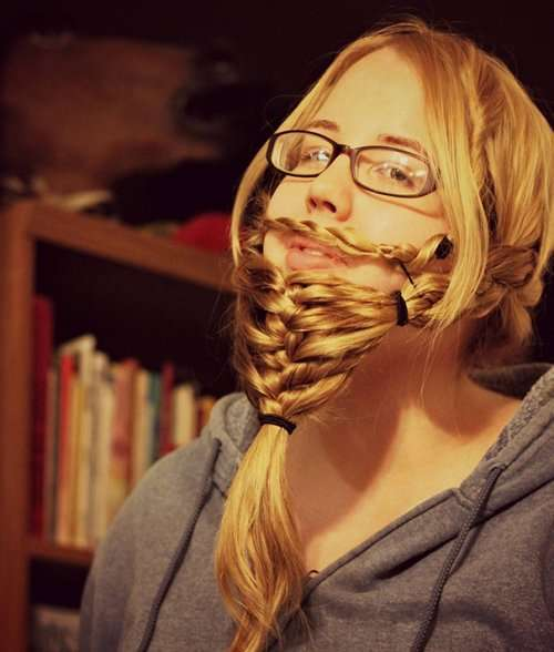 Новый фототренд: заплетённые в бороду волосы (30 фото)