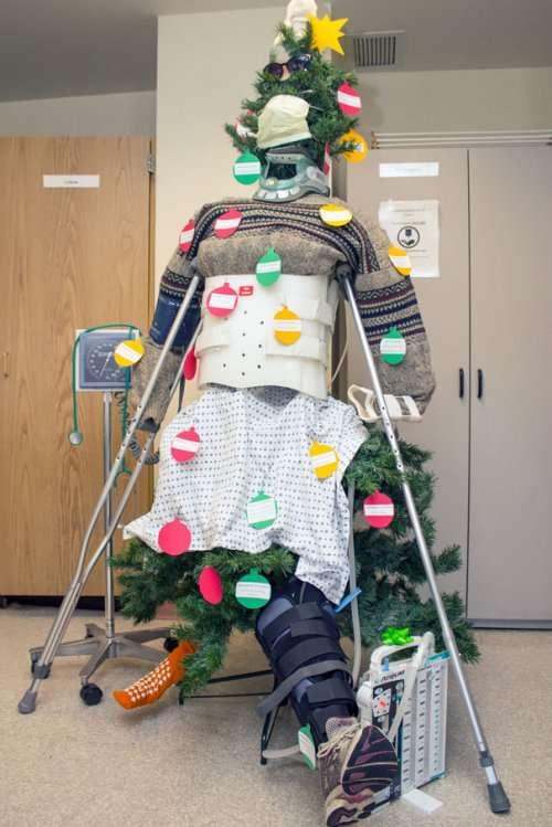Новогодние декорации в больницах (20 фото)