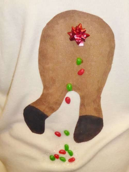 Самые нелепые и весёлые свитеры к Новому году (29 фото)