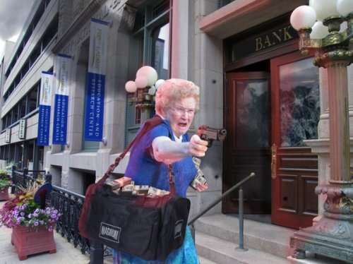 Фотожабы на бабушку с пистолетом (15 фото)