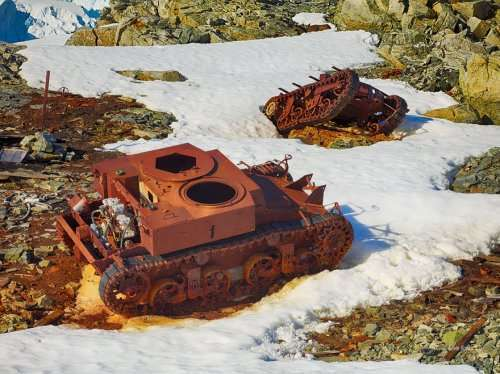 Заброшенные танки в разных уголках мира (28 фото)