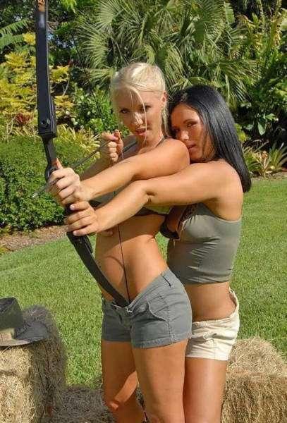 Сексуальные девушки-лучницы (25 фото)