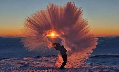 Как выглядит горячий чай, выплеснутый при температуре -40°С (3 фото)