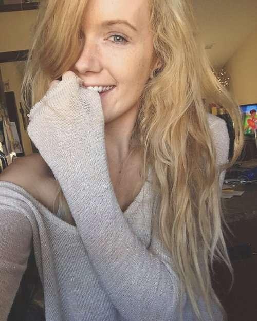 Симпатичные девушки из соцсетей (25 фото)
