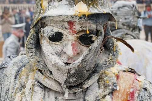 Продуктовые сражения на фестивале Els Enfarinats (14 фото)