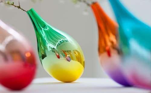 Необычные вазы, реагирующие на падение лепестков (4 фото)