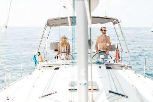 Бросив престижную работу, они отправились путешествовать по миру на собственной яхте (16 фото)