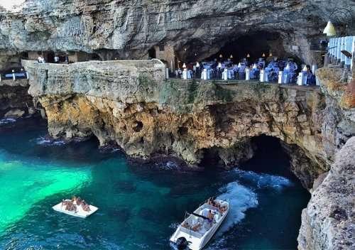Ресторан в пещере Grotta Palazzese с потрясающим видом на море (10 фото)
