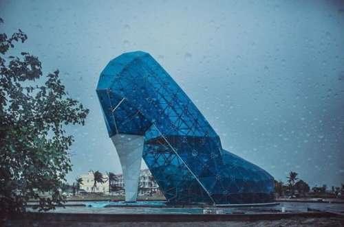 Необычная церковь в виде женской туфельки (7 фото)