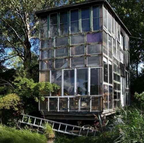 Дома, построенные из переработанных материалов