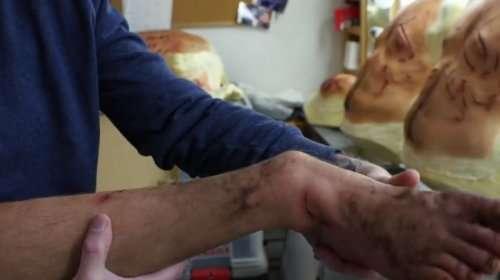 Грим Ди Каприо для съёмок эпизода с гризли (7 фото)