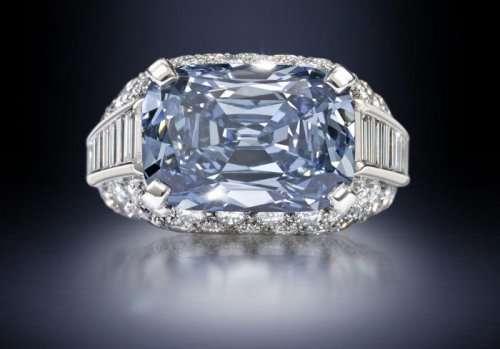 Blue Diamond Ring от Bvlgari с редчайшим синим бриллиантом (4 фото)