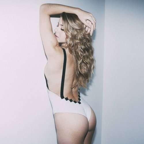 Сексуальные девушки в нижнем белье для любителей 8-битных видеоигр (12 фото)