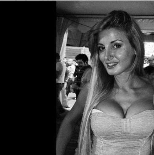 Симпатичные девушки с соблазнительной грудью (31 фото)