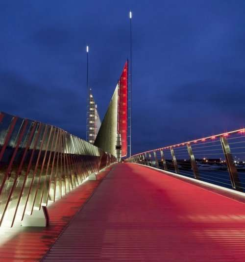 """Мост """"Два паруса"""" (10 фото)"""