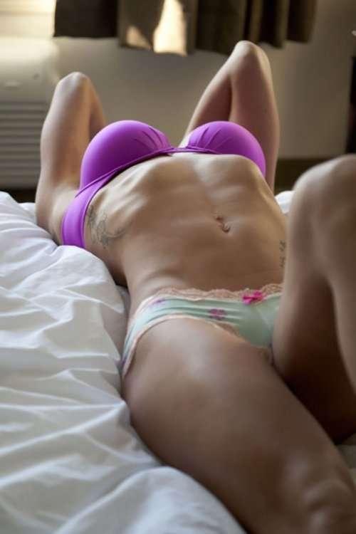 Сексуальные девушки с отличным прессом (31 фото)