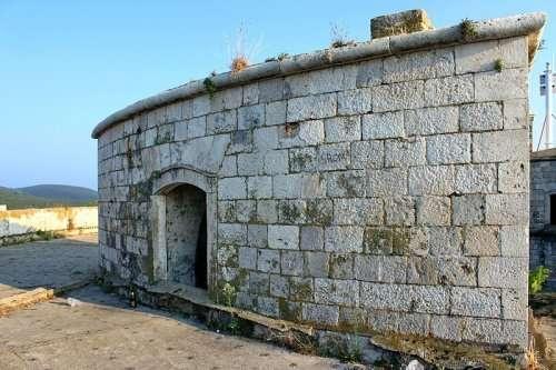 Роскошный курорт на месте бывшего концлагеря в Черногории (9 фото)