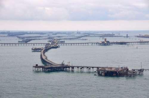 Нефтяные Камни: город, построенный на нефтяных платформах (17 фото)