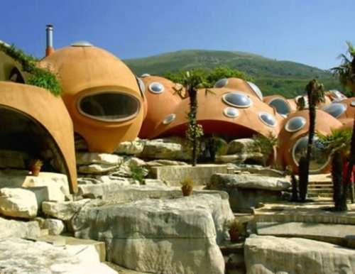Топ-10: Странные и необычные туристические достопримечательности Франции