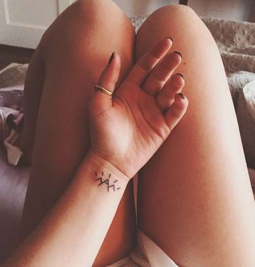 Крошечные татуировки для любителей минимализма (33 фото)