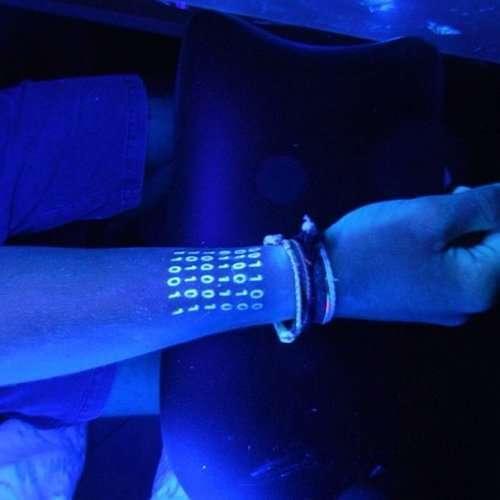 Ультрафиолетовые татуировки (33 фото)